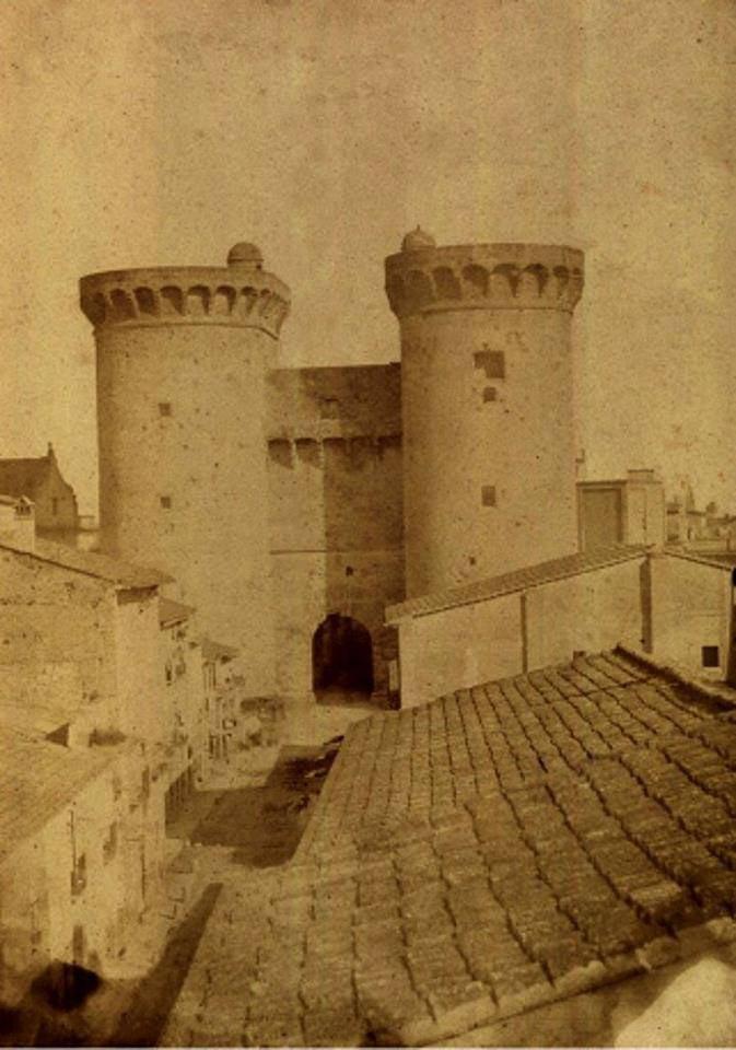 .. es una de las primeras fotos de las torres de Quart, fechada en 1858.